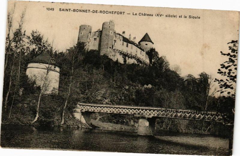 Carte postale ancienne Saint-Bonnet-de-Rochefort - Le Chateau et la Sioule à Saint-Bonnet-de-Rochefort
