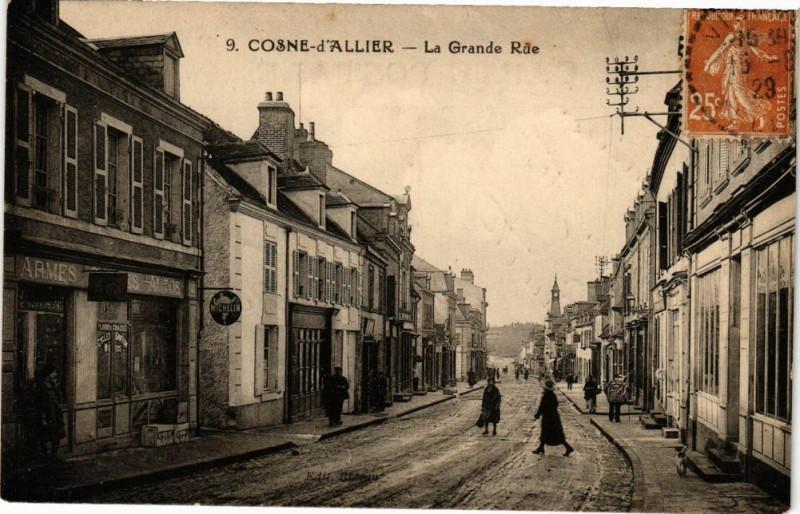 Carte postale ancienne Cosne-d'Allier La Grande Rue à Cosne-d'Allier