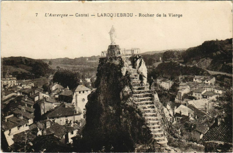 Carte postale ancienne Laroquebrou Rocher de la Vierge France à Laroquebrou