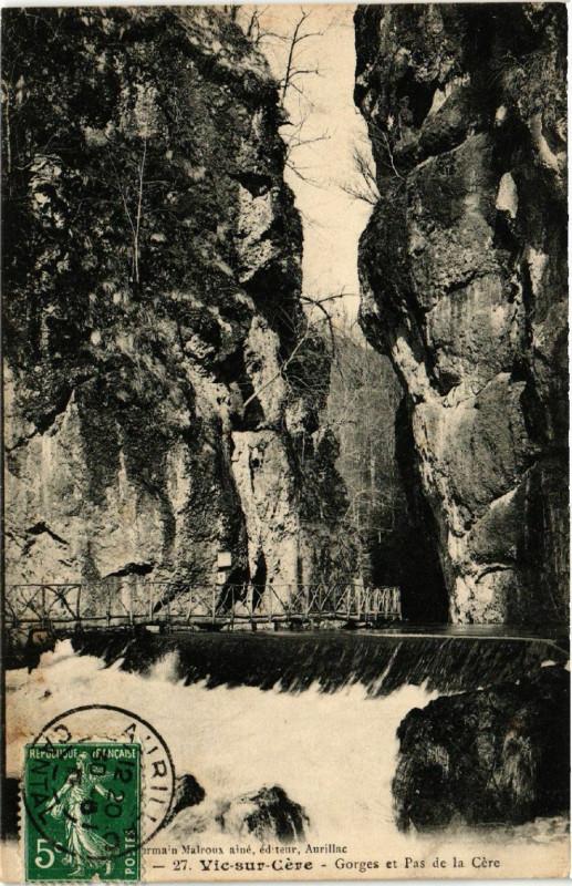 Carte postale ancienne Vic-sur-Cere - Gorges et Pas de la Cere à Vic-sur-Cère