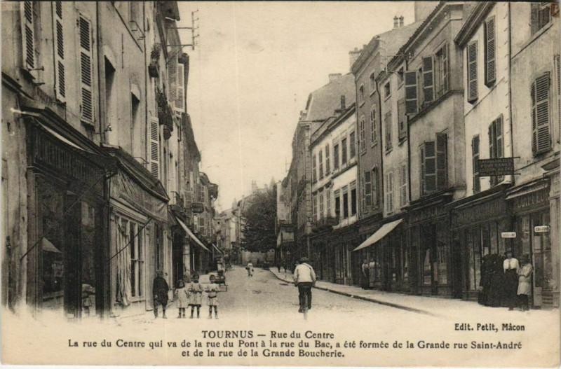 Carte postale ancienne Tournus - Rue du Centre à Tournus