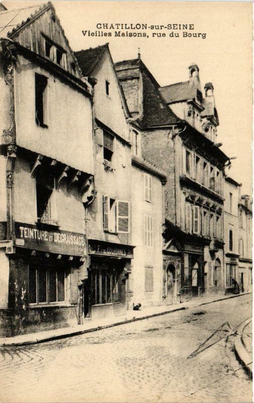 Carte postale ancienne Chatillon-sur-Seine Vieilles Maisons, rue du Bourg à Châtillon-sur-Seine