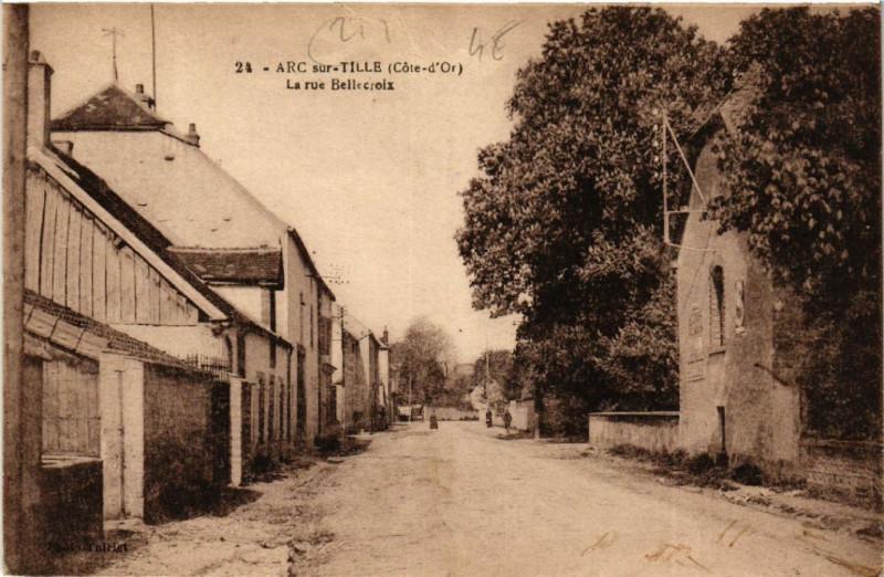 Carte postale ancienne Arc-sur-Tille (Cote-d'Or) - La rue Bellecroix à Arc-sur-Tille