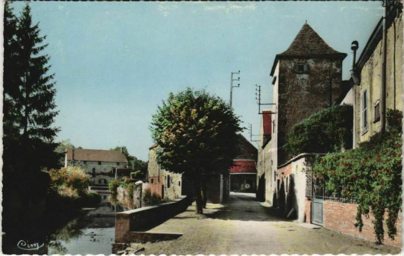 Carte postale ancienne L'Isle-sur-Serein - Rue du Moulin à L'Isle-sur-Serein
