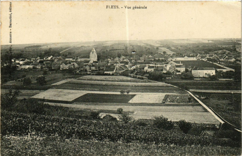 Carte postale ancienne Fleys - Vue générale à Fleys