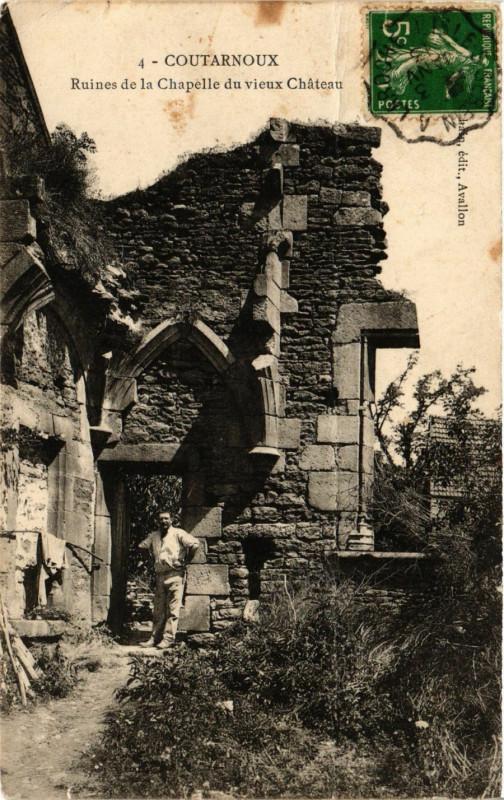 Carte postale ancienne Coutarnoux - Ruines de la Chapelle du vieux Chateau à Coutarnoux