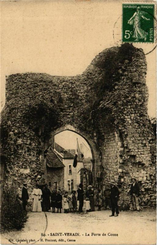 Carte postale ancienne Saint-Verain La Porte de Cosne à Saint-Vérain
