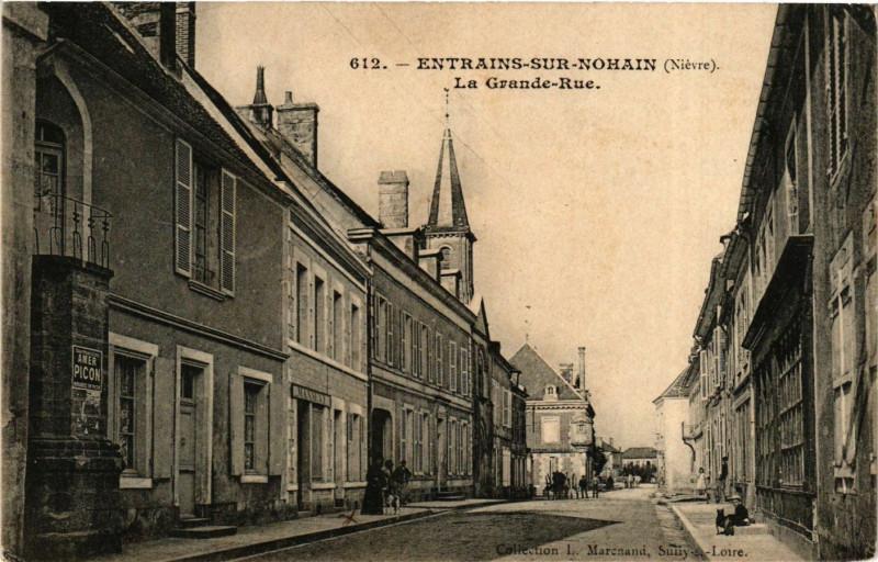 Carte postale ancienne Entrains sur Nohain La Grande Rue à Entrains-sur-Nohain
