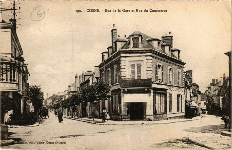 Carte postale ancienne Cosne-Rue de la Gare et Rue du Commerce
