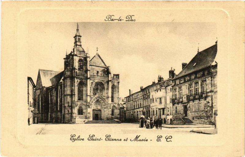 Carte postale ancienne Bar-le-Duc - Eglise Saint-Etienne et Musée à Bar-le-Duc