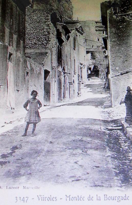 Carte postale ancienne Montée de la Bourgade à Vitrolles