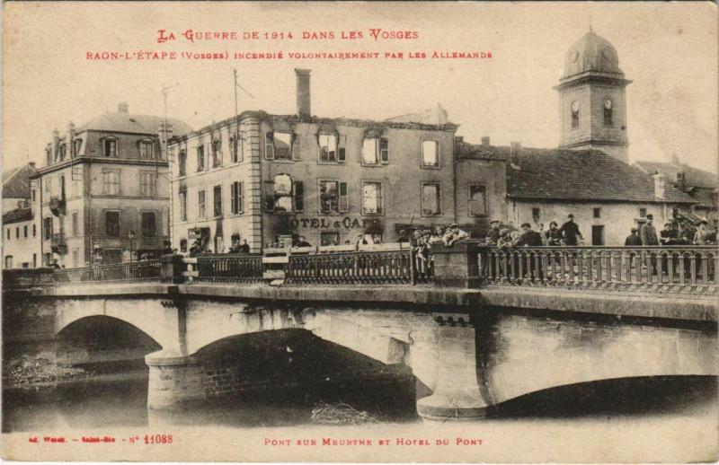 Carte postale ancienne Guerre Raon-l'Etape Pont sur Meurthe et Hotel du Pont à Raon-l'Étape