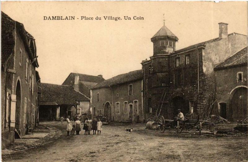 Carte postale ancienne Damblain Place du Village. Un coin. à Damblain