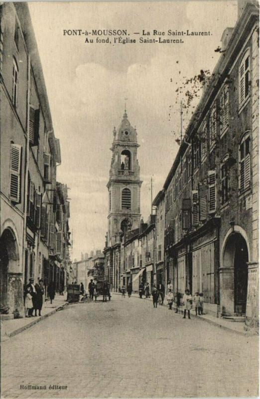 Carte postale ancienne Pont-a-Mousson La Rue Saint-Laurent à Pont-à-Mousson