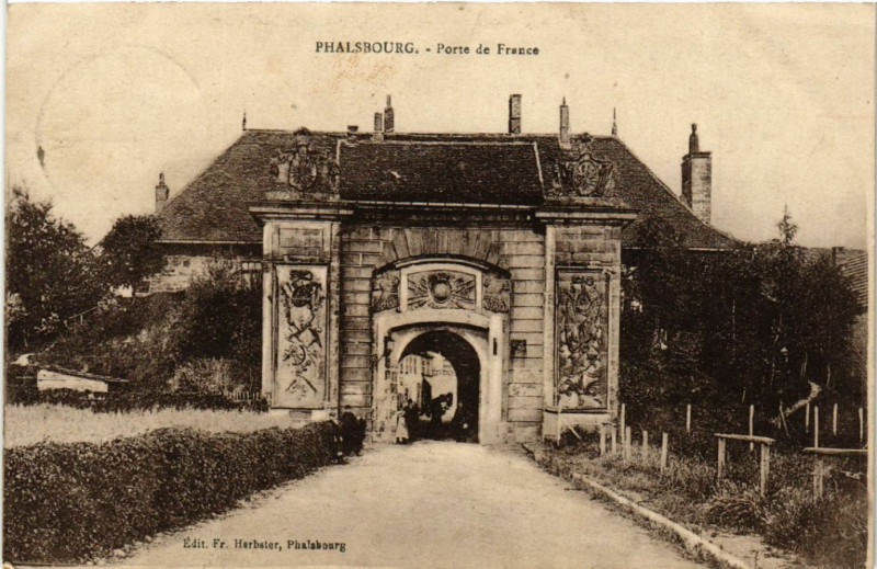 Carte postale ancienne Phalsbourg - Porte de France à Phalsbourg