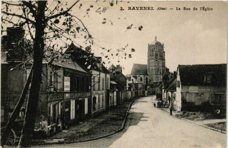 Carte postale ancienne Ravenel-La Rue de l'Eglise à Ravenel