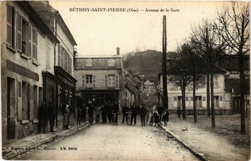 Carte postale ancienne Bethisy-Saint-Pierre - Avenue de la Gare à Béthisy-Saint-Pierre
