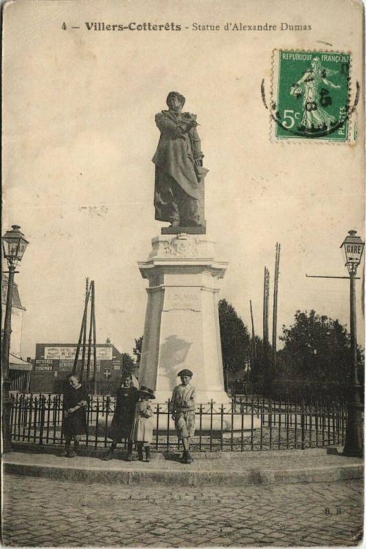 Carte postale ancienne Villers-Cotterets Statue d'Alexandre Dumas à Villers-Cotterêts