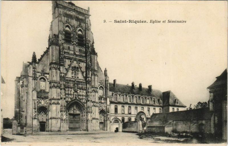 Carte postale ancienne Saint-Riquier Eglise et Séminaire à Saint-Riquier