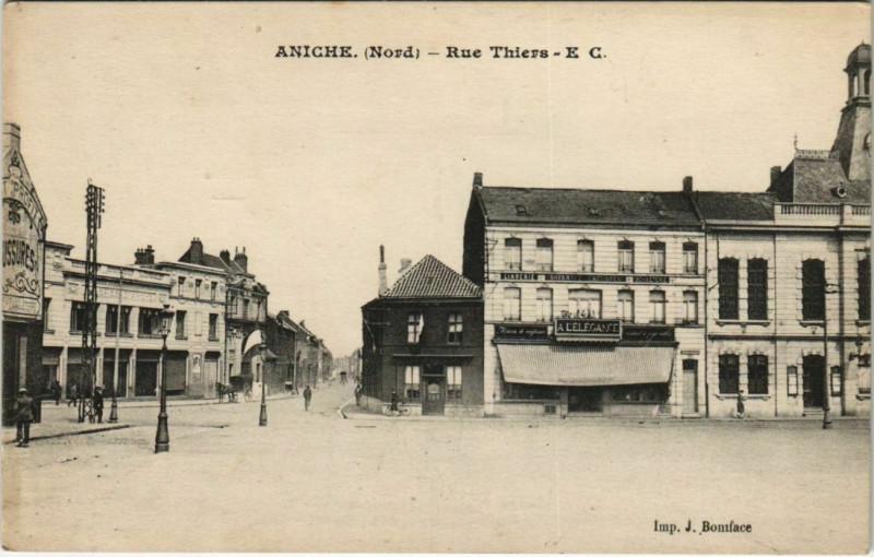 Carte postale ancienne Aniche - Rue Thiers à Aniche