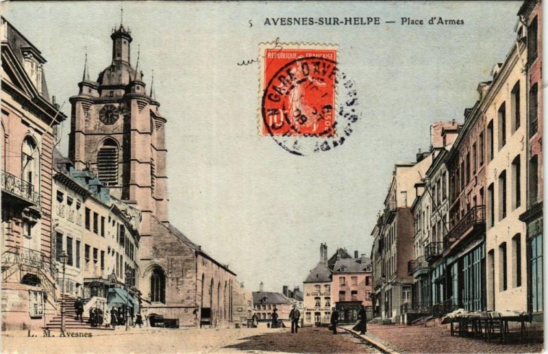 Carte postale ancienne Avesnes-sur-Helpe - Place d'Armes à Avesnes-sur-Helpe
