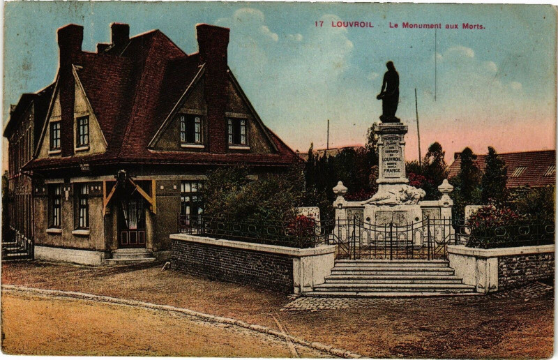 Carte postale ancienne 17 Louvroil - Le monument aux morts à Louvroil