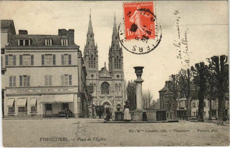 Carte postale ancienne Vimoutiers Place de l'Eglise à Vimoutiers