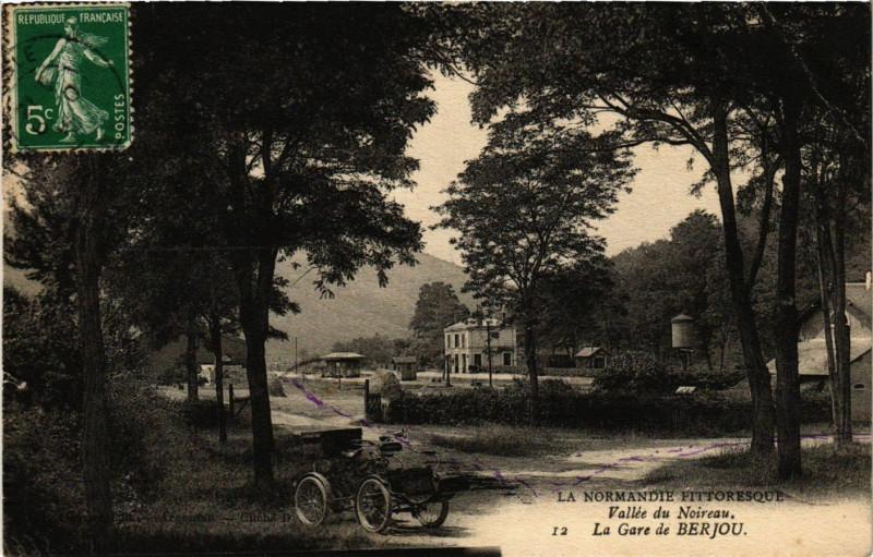 Carte postale ancienne La Normandie Pittoresque - Vallée du Noireau - La Gare de Berjou à Berjou