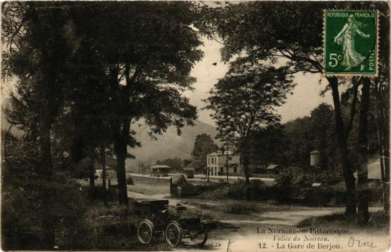 Carte postale ancienne Vallée du Noireau - La Gare de Berjou à Berjou