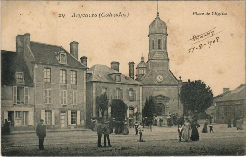 Carte postale ancienne Argences - Place de l'Eglise à Argences