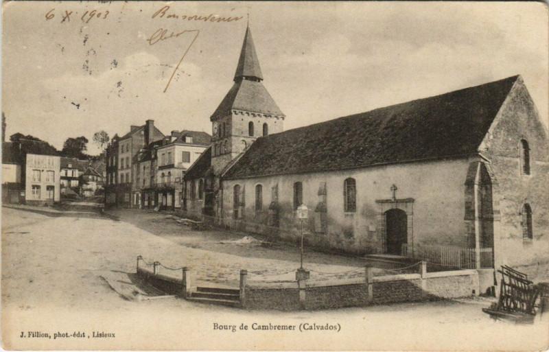 Carte postale ancienne Bourg de Cambremer à Cambremer