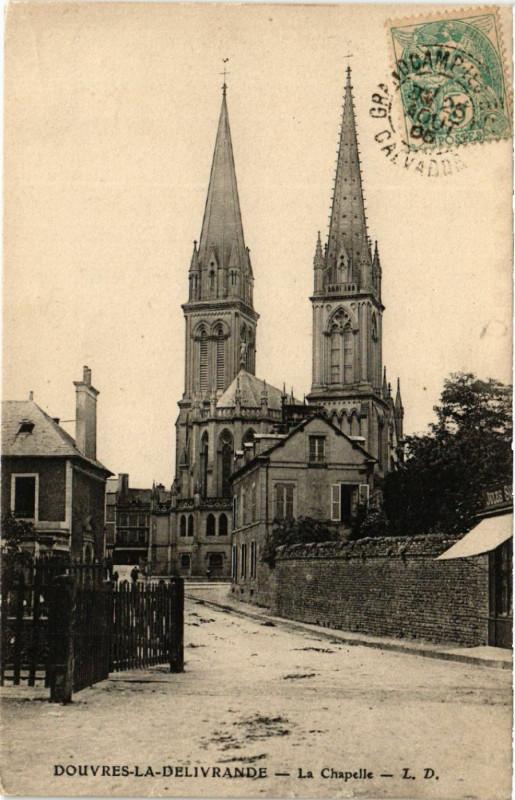 Carte postale ancienne Douvres-la-Delivrande - La Chapelle à Douvres-la-Délivrande