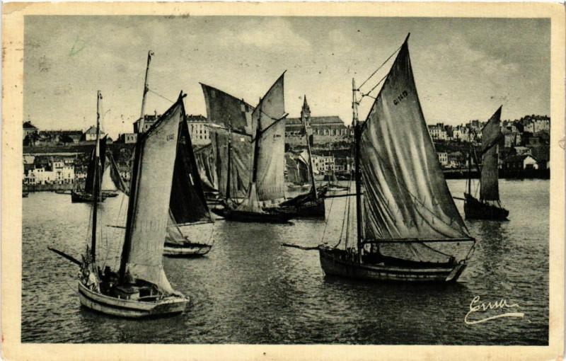 Carte postale ancienne Granville Voiliers de Péche Passez L'Ete Granville Le Monaco à Ranville