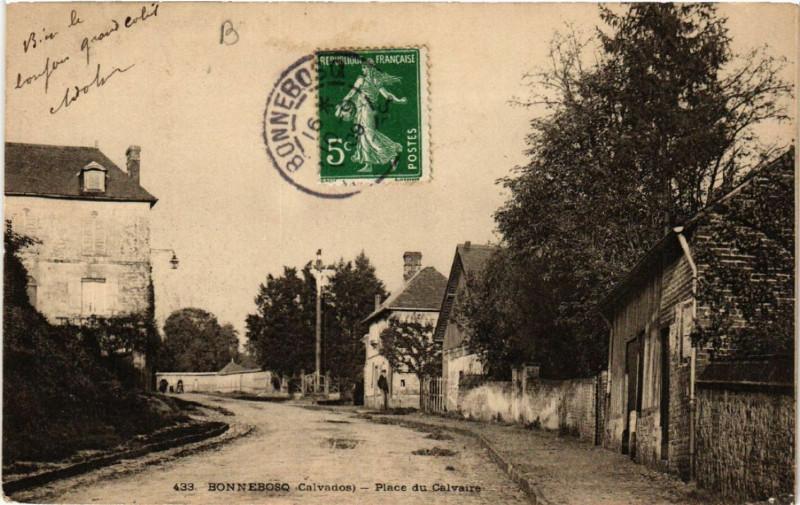 Carte postale ancienne Bonnebosq - Place du Calvaire à Bonnebosq