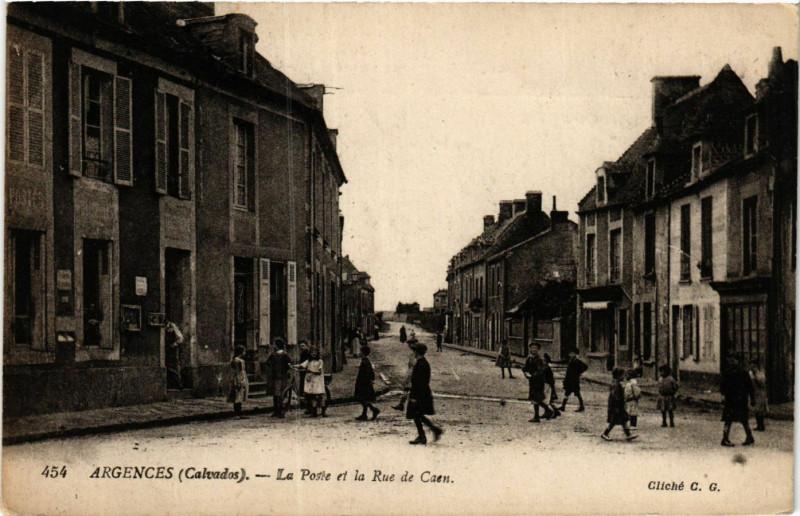 Carte postale ancienne Argences - La PoSainte-et la Rue de Caen à Argences