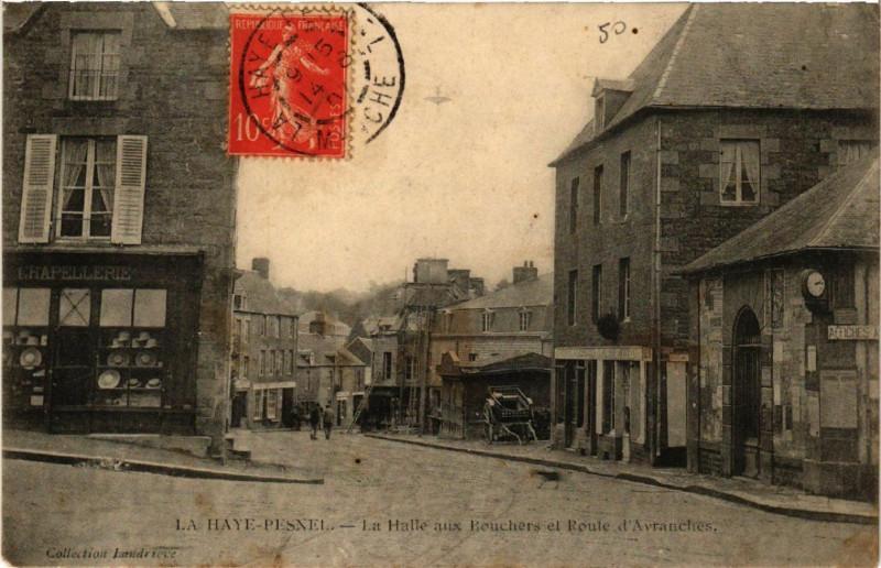 Carte postale ancienne La Haye-Pesnel - La Halle aux Bouchers et Route d'Avranches à La Haye-Pesnel