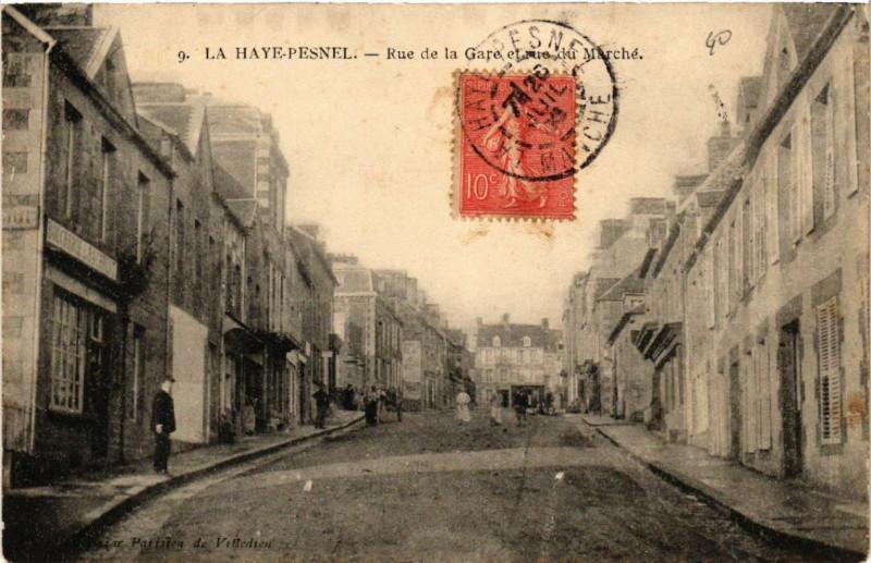 Carte postale ancienne La Haye-Pesnel - Rue de la Gare et Rue du Marché à La Haye-Pesnel