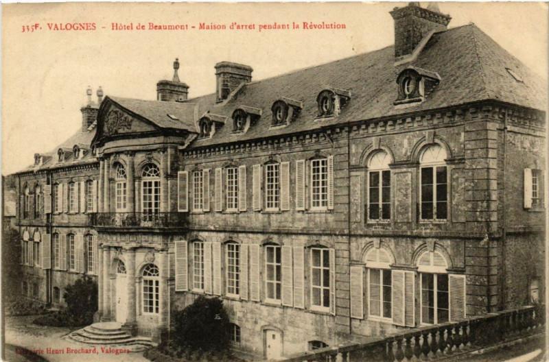 Carte postale ancienne Valognes - Hotel de Beaumont à Valognes