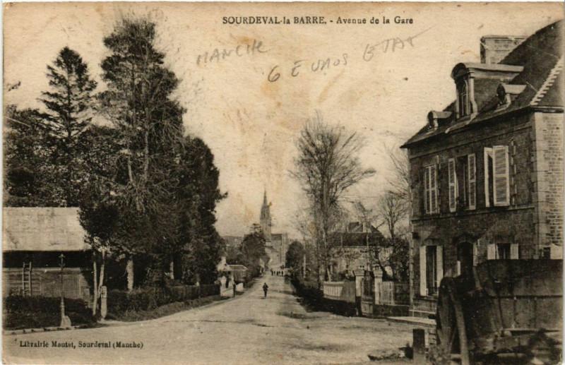 Carte postale ancienne Sourdeval-la-Barre - Avenue de la gare à Sourdeval