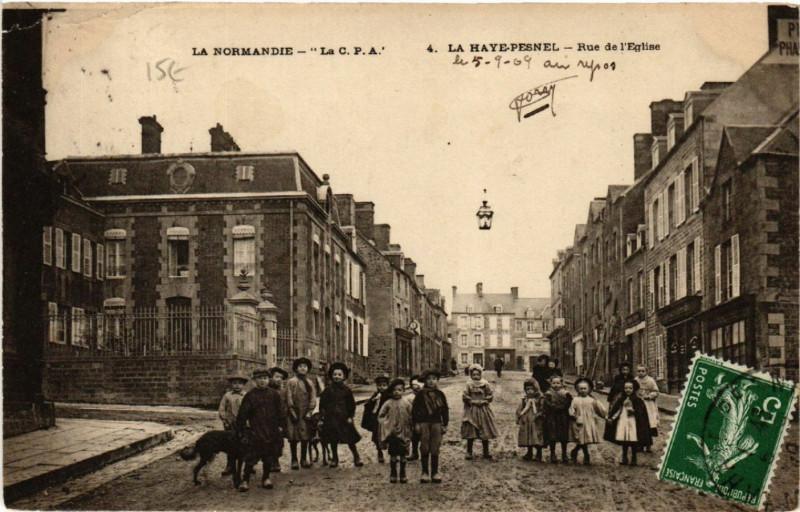 Carte postale ancienne La Haye-Pesnel - Rue de Eglise à La Haye-Pesnel