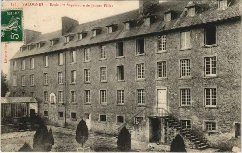 Carte postale ancienne Valognes - Ecole Pre Superieure de Jeunes Filles à Valognes