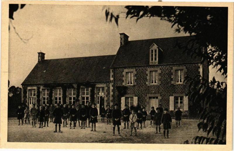 Carte postale ancienne Hudimesnil - L'Ecole ds Garcons à Hudimesnil