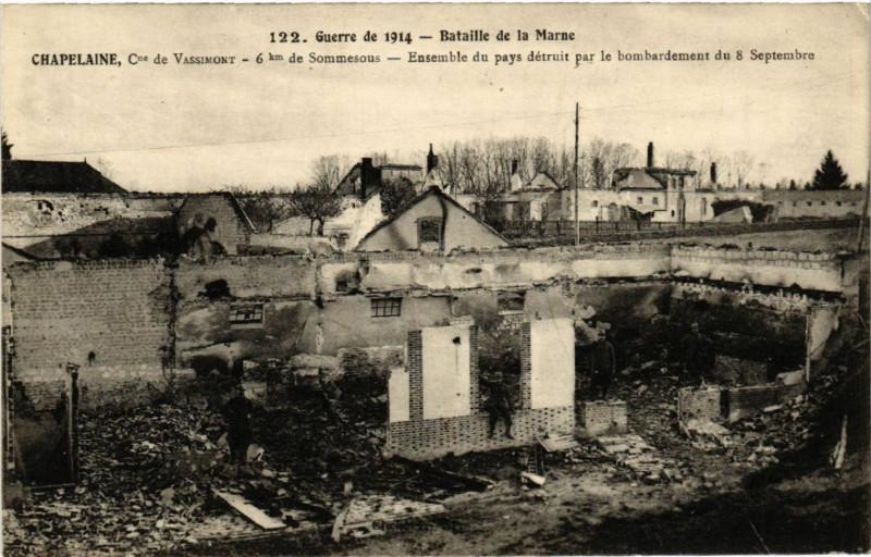 Carte postale ancienne Chapelaine Ensemble du pays detruit par le bomb. à Chapelaine