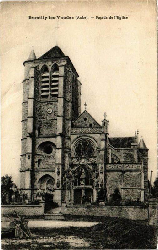 Carte postale ancienne Rumilly-Les-Vaudes - Facade de l'Eglise à Rumilly-lès-Vaudes