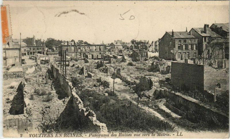 Carte postale ancienne Panorama des Ruines vue vers la Mairie à Vouziers