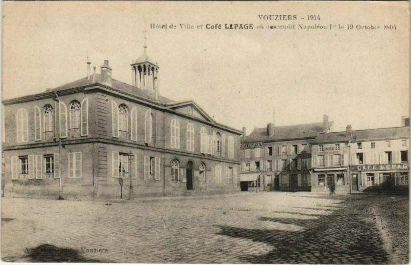 Carte postale ancienne Hôtel de Ville et Café Lepage à Vouziers