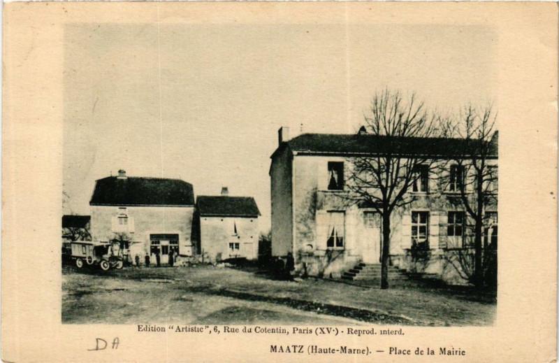 Carte postale ancienne Maatz Place de la Mairie à Maâtz