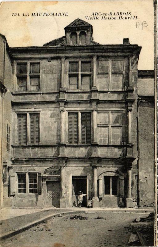 Carte postale ancienne Arc-en-Barrois Vieille Maison Henri Ii à Arc-en-Barrois