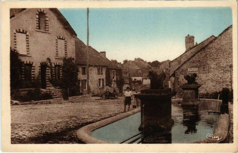 Carte postale ancienne Huilliecourt - Centre du Pays et la fontaine à Huilliécourt