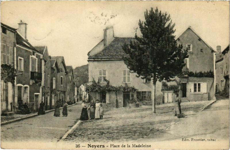 Carte postale ancienne Noyers - Place de la Madeleine à Noyers